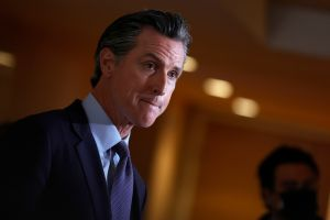 ¿Tratará algún demócrata de arrebatarle el cargo al gobernador Newsom si finalmente hay elecciones?