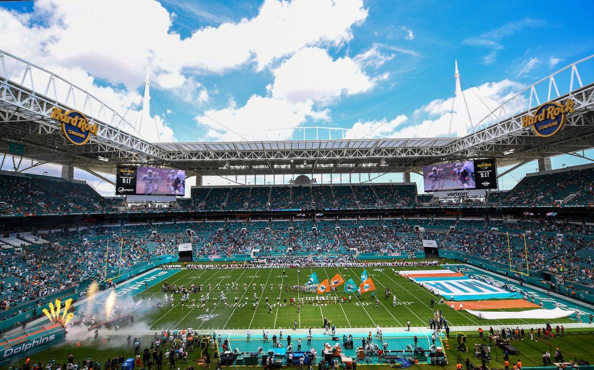 El estadio tiene una capacidad de 64,767 personas.
