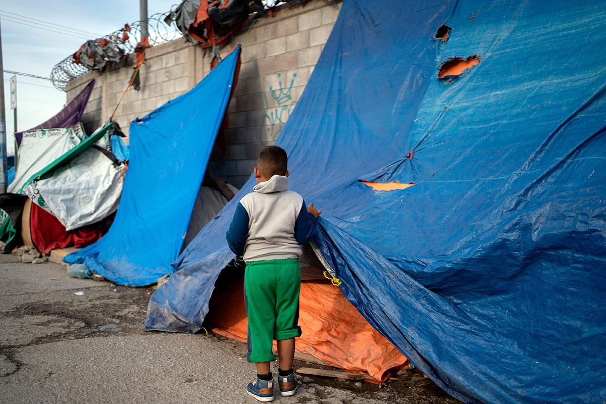 Migrantes en Ciudad Juárez México viven en malas condiciones en espera de poder cruzar a los Estados Unidos.