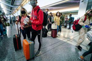 Estados Unidos pide a ciudadanos evitar viajar a México en Semana Santa por COVID-19