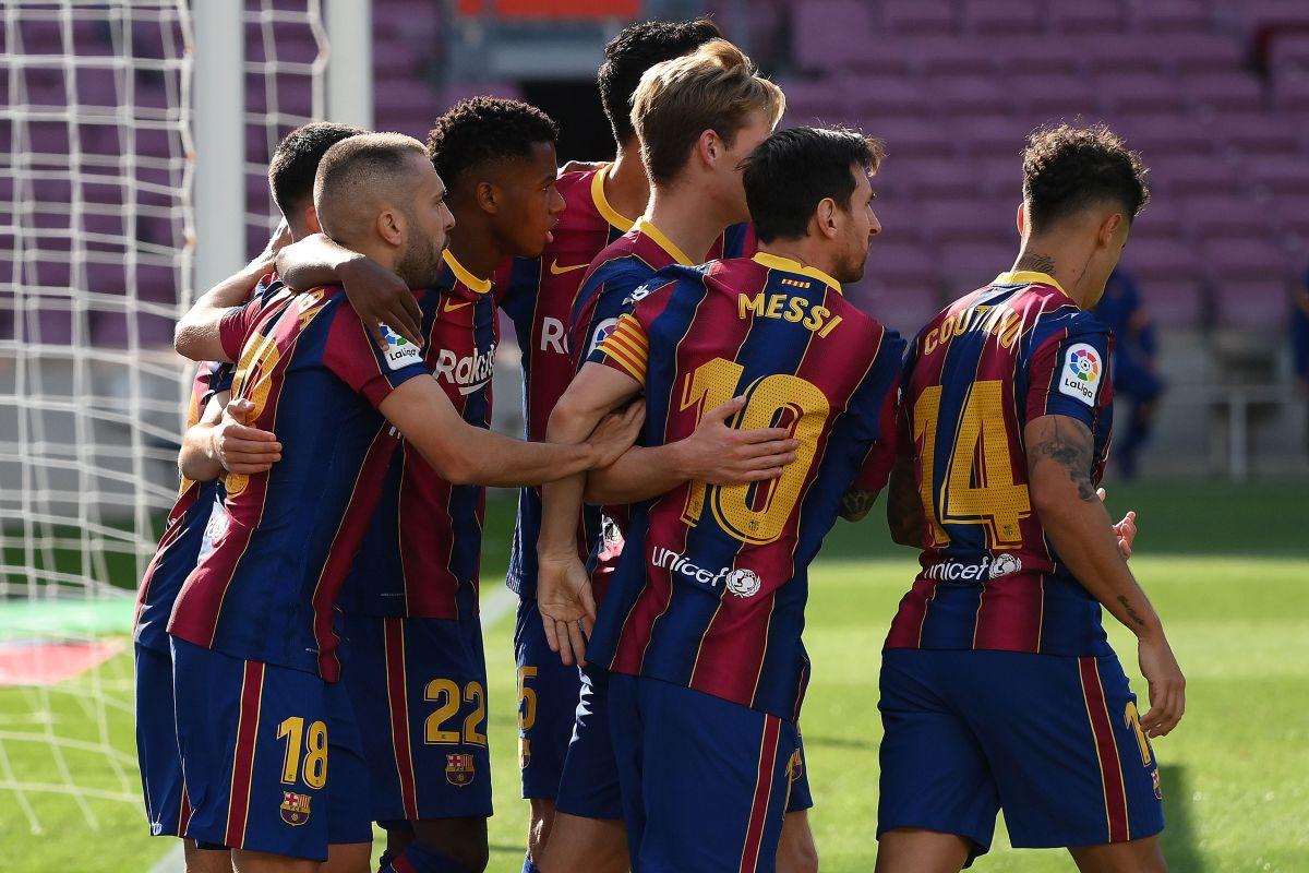 Doblete de Messi mantiene al Barcelona aferrado a LaLiga