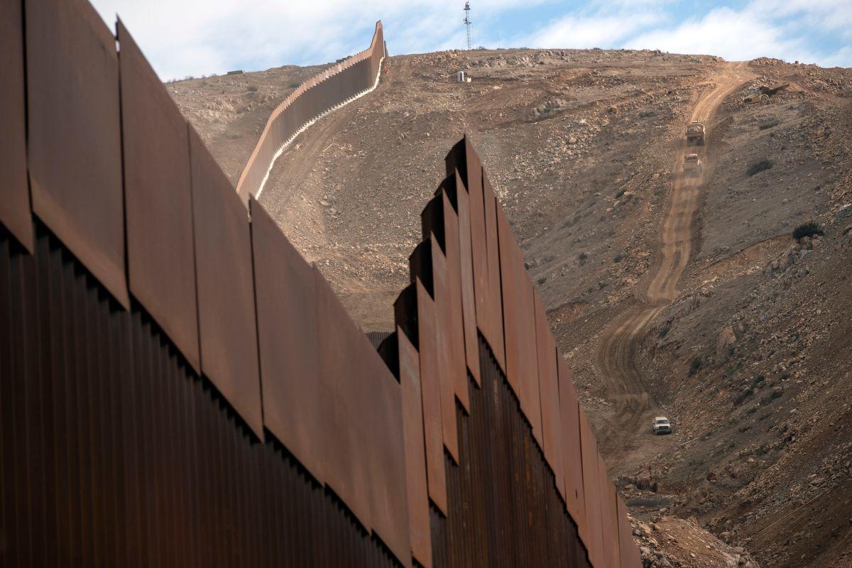 Impactante video muestra a dos hermanitas ecuatorianas lanzadas desde arriba del muro fronterizo en New Mexico