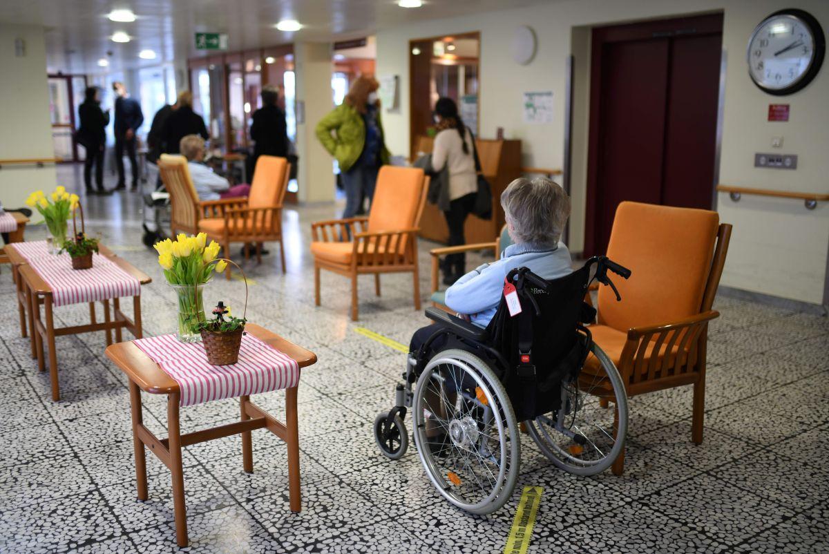 Enfermero hispano es descubierto abusando sexualmente de mujer de 87 años en una residencia de ancianos con demencia y Alzheimer
