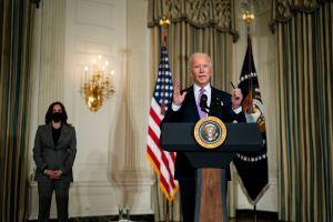 """Qué significa el envío del tercer cheque de estímulo """"dirigido"""" que reconoce la Administración Biden"""