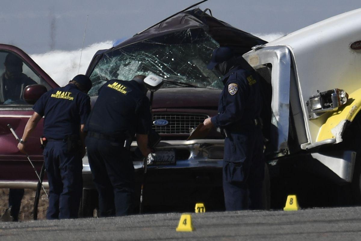 La SUV del accidente que mató a 13 personas en el sur de California cruzó la frontera a través de un hoyo en el muro