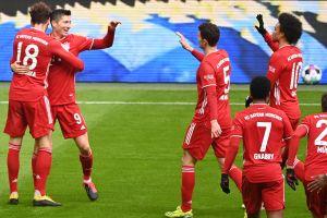 El Bayern Munich gana y golea con un jugador menos