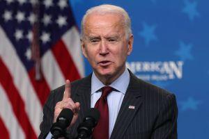 Por qué el plan de $2.25 billones de Biden es benéfico para latinos