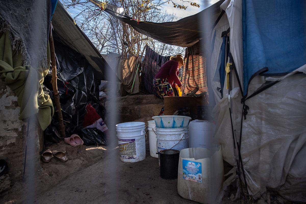 """Comisión de Derechos Humanos de México pide ayuda """"urgente"""" para migrantes en condiciones inhumanas"""