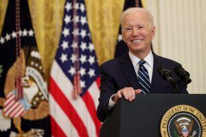 Joe Biden confirma que buscará la reelección en 2024 y se ríe de Trump