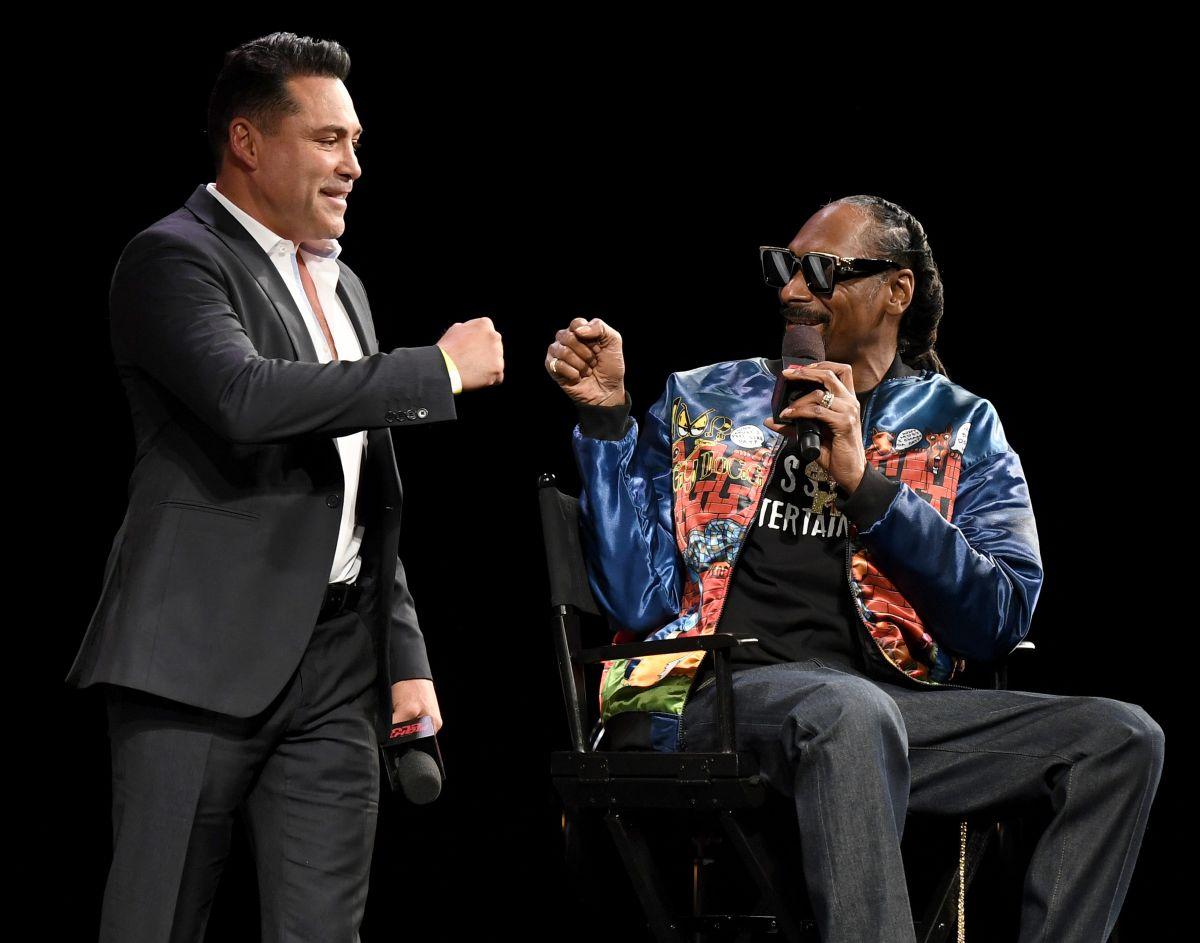 A Óscar de la Hoya se le descompone el micrófono al anunciar su regreso al ring para julio
