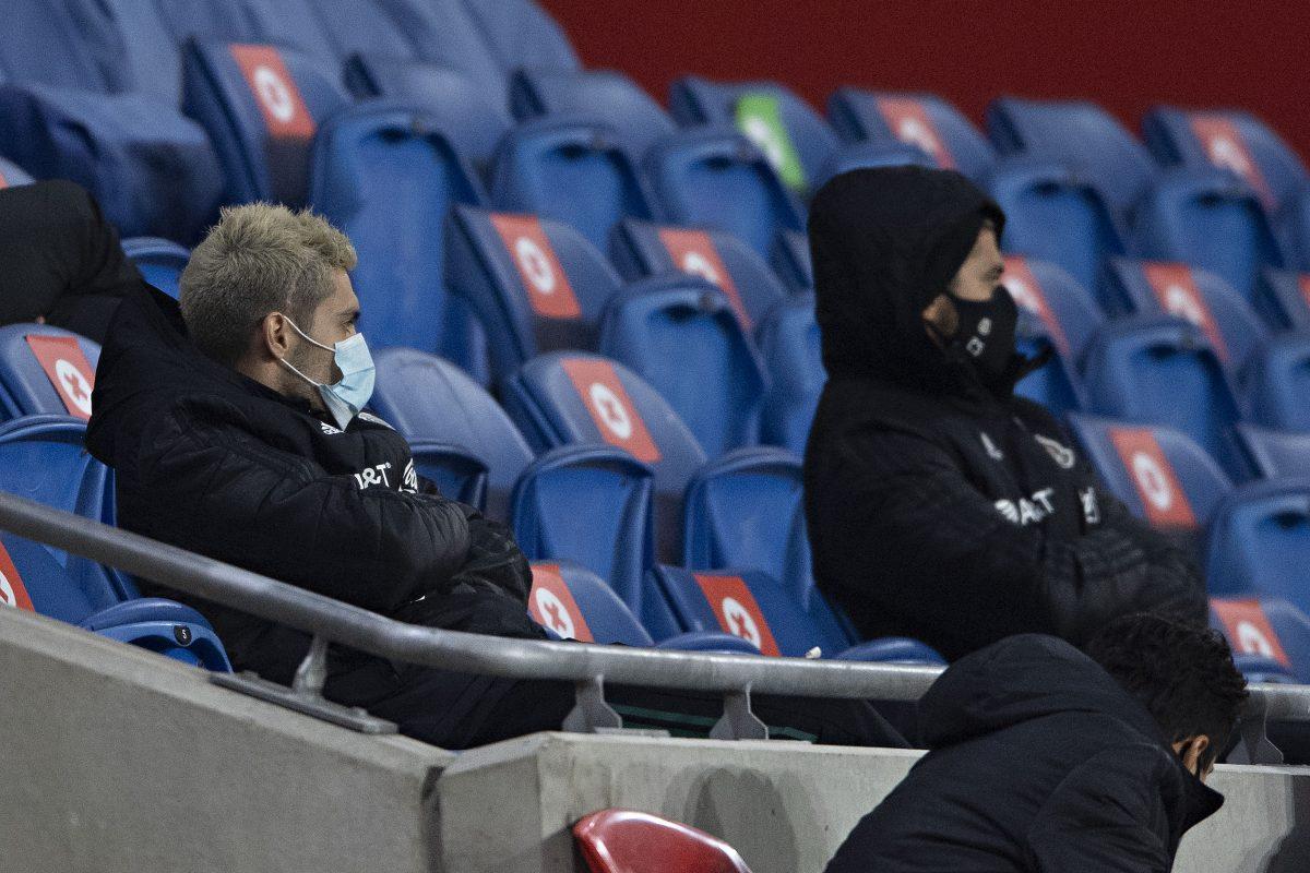El delantero No pudo participar en el partido porque aún se recupera de su lesión.