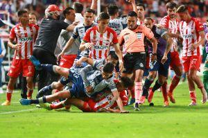 VIDEO: Con impresionante pelea campal terminó el empate entre Necaxa y Pachuca