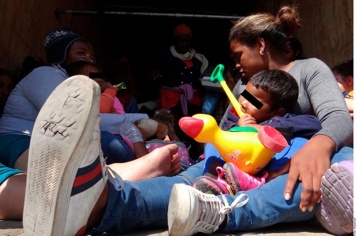 Mujeres migrantes de origen africano sufren de racismo tras su paso por México rumbo a Estados Unidos.
