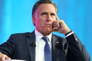 Mitt Romney recibe el premio JFK 'Profile in Courage' por su voto en el juicio político a Trump
