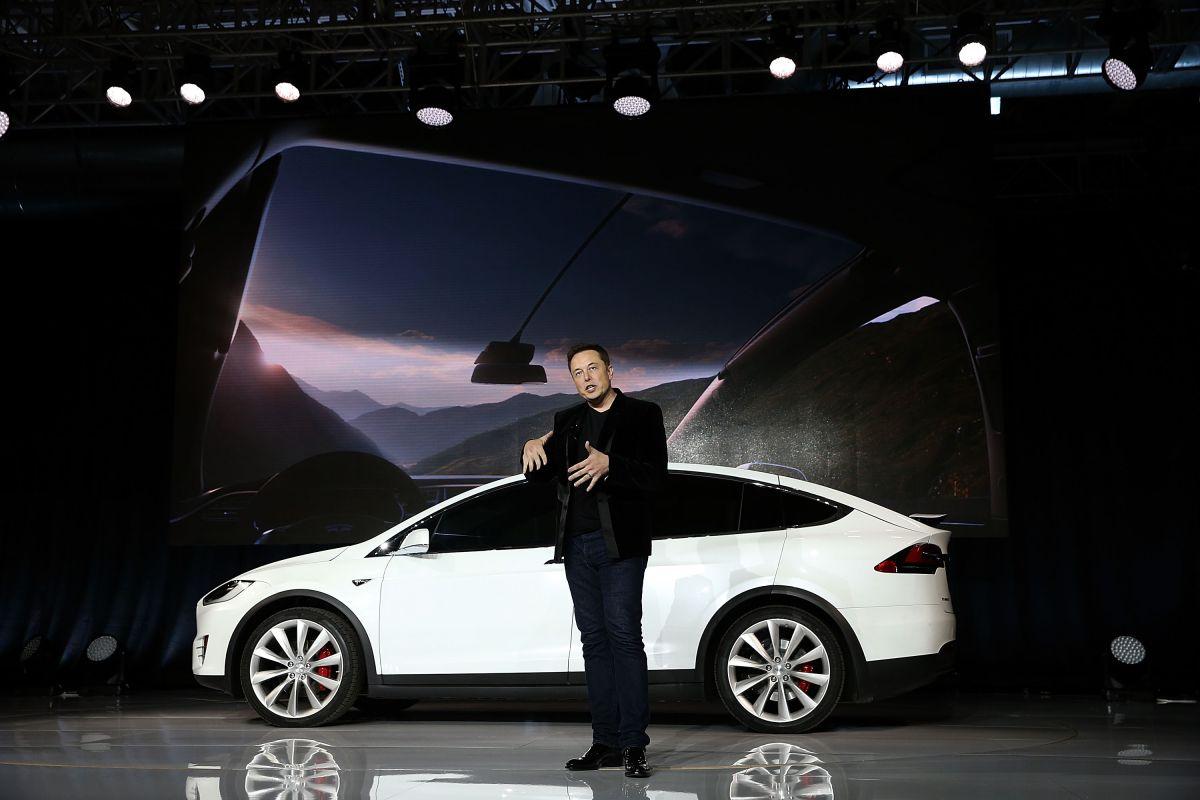 Elon Musk pregunta si Tesla debe aceptar Dogecoin y se dispara la criptomoneda