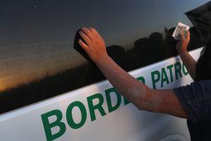 8 indocumentados murieron al estrellarse el vehículo en el que viajaban. El conductor está arrestado