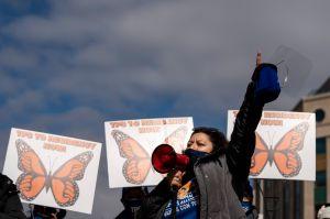 3 claves de los proyectos que aprobó la Cámara para dar ciudadanía a millones de inmigrantes