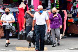 Cal/OSHA aún no permitirá dejar de usar mascarilla en el trabajo