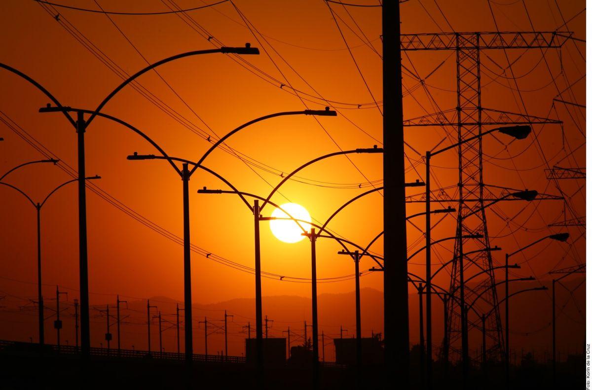 Congreso mexicano aprueba polémica reforma eléctrica propuesta por AMLO