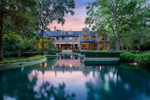 ¿Muchos lujos? Así es la mansión más cara de Houston que por primera vez está en venta