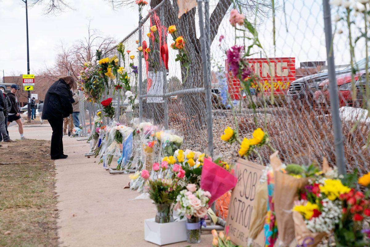 Biden pide al Senado que apruebe dos proyectos de control de armas tras la masacre en Colorado