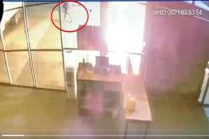 VIDEO: Momento exacto que comando armado incendia bodega al estilo narco