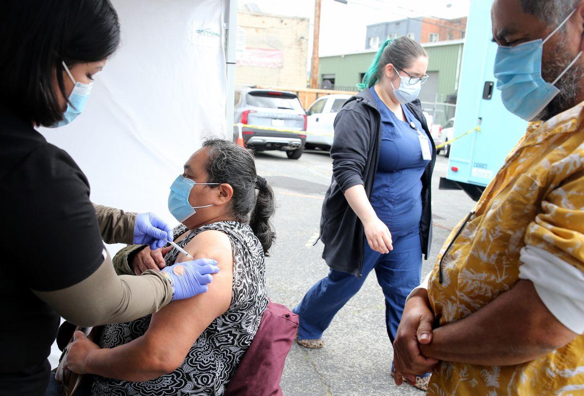 Cómo (intentar) conseguir una vacuna contra COVID-19 en California