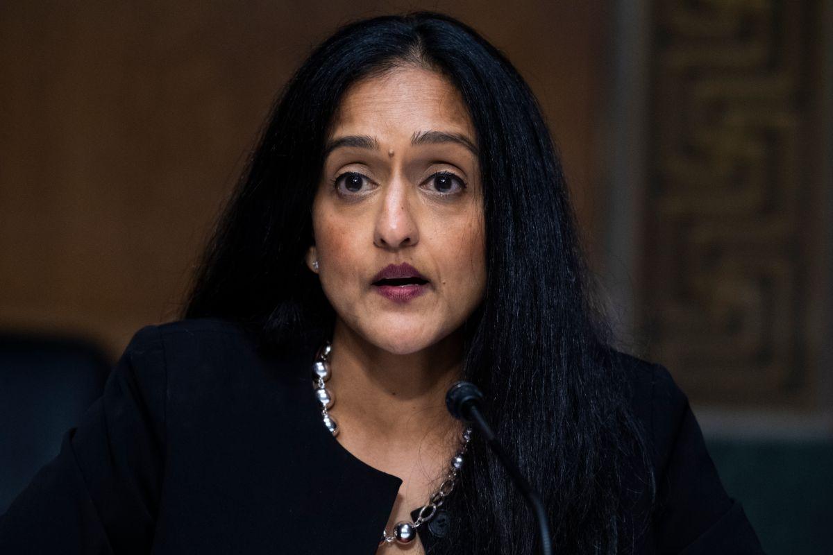 Vanita Gupta, nominada al DOJ, defendió la subida de salario mínimo en EE.UU. pero una empresa propia solo paga $1.50 a mexicanos