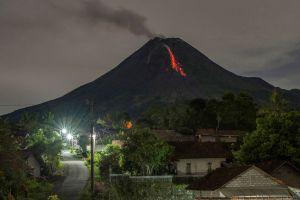 Erupción en Monte Merani: La 'montaña de fuego' de Indonesia estalló el sábado