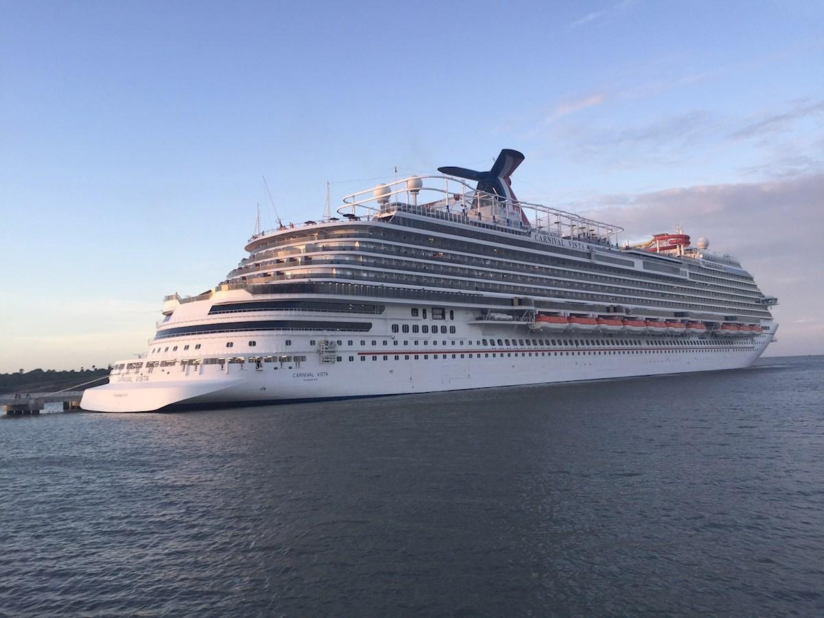 Royal Caribbean atrasa salida de uno de sus cruceros hasta que todos los pasajeros vacunados hayan creado anticuerpos