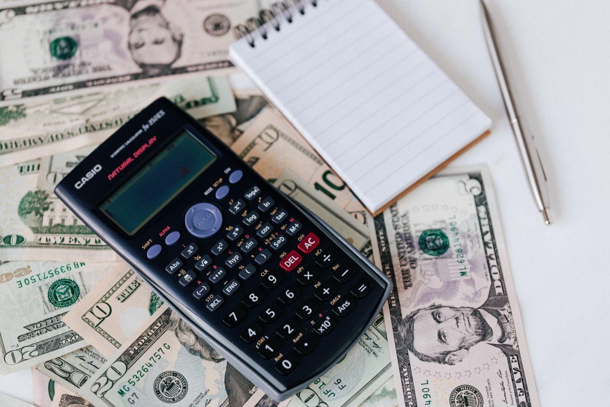 El IRS comenzará a liberar en mayo los reembolsos de impuestos con la devolución del cargo por el seguro de desempleo hasta $10,200