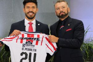 José Luis Higuera reconoce que el fichaje de Oribe Peralta a Chivas fue un error