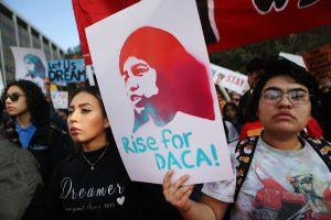 Juez del caso DACA convoca a estados que se oponen y al gobierno a una reunión