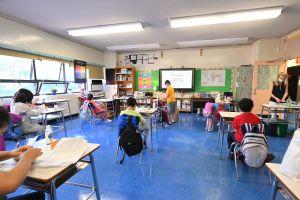 Más de la mitad de los distritos escolares de LA abrirán para abril