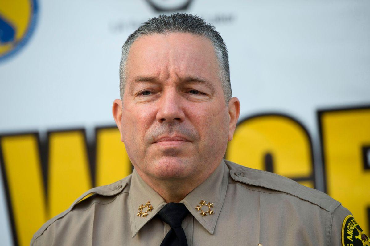 El sheriff Villanueva asegura que su oficina cortó todos los vínculos con Inmigración.
