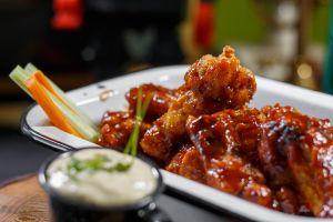 Las alitas de pollo han comenzado ha escasear en todo Estados Unidos