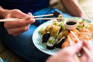 Estos son los utensilios y productos que necesitas para hacer sushi en casa
