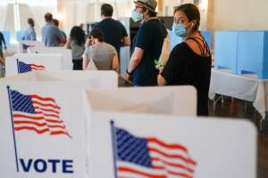 Georgia elimina más de 100,000 nombres de las listas de votantes
