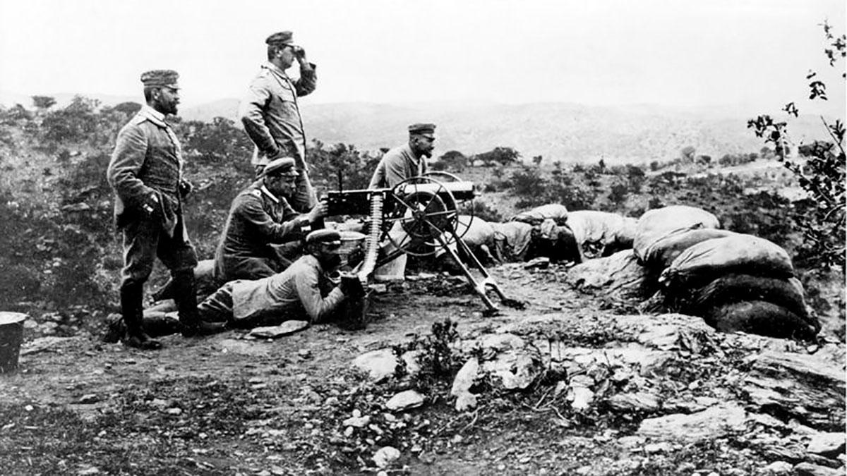 Un arma alemana en posición de ataque en 1904.
