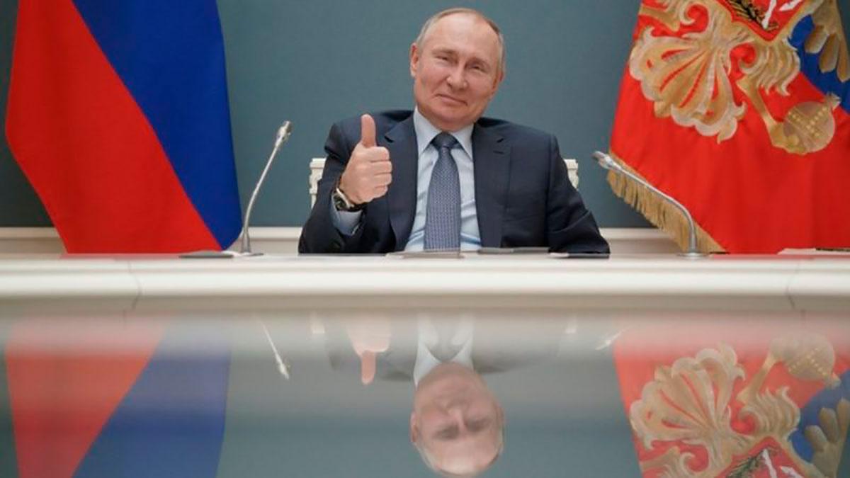 Vladimir Putin firma la ley que le permitirá estar en el poder hasta 2036