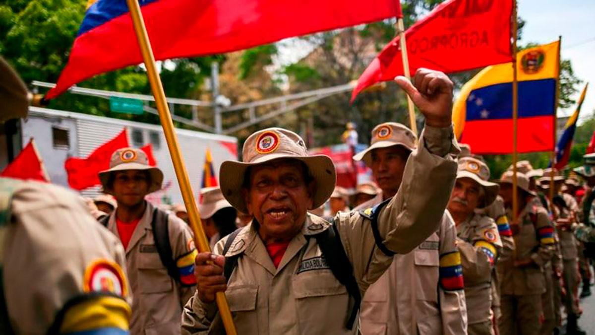 """La """"guerra de todo el pueblo"""", la doctrina militar con la que Nicolás Maduro justificó el envío de 1,000 milicianos a la frontera con Colombia"""