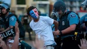 """Qué es el """"muro azul del silencio"""" de EE.UU. y por qué se """"tambaleó"""" en el juicio por la muerte de George Floyd"""