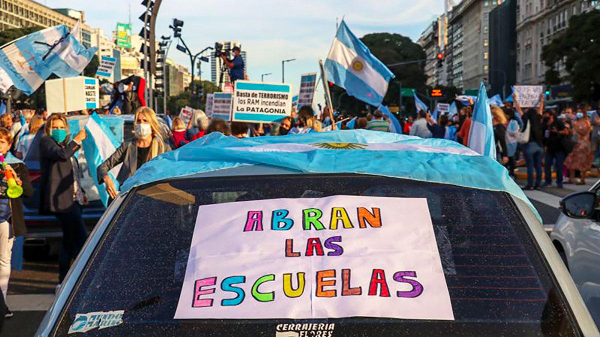 Coronavirus en Argentina: por qué ha generado tanta indignación el cierre de los colegios por la segunda ola de COVID-19