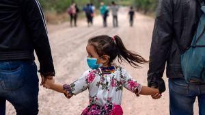 Las palabras que el gobierno de Biden quiere enterrar en la batalla por los inmigrantes en EE.UU.