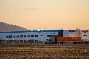 Los camiones que transportan nuestras órdenes también nos envenenan