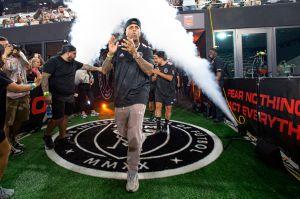 Nicky Jam y Tainy visten playera del Inter de Miami