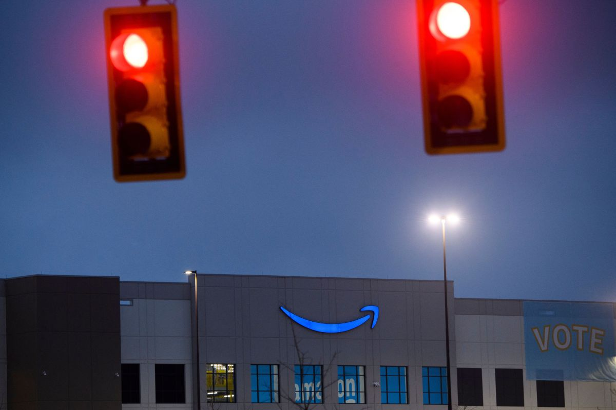 Amazon corrió a mujeres por quejarse en Twitter sobre seguridad laboral en pandemia