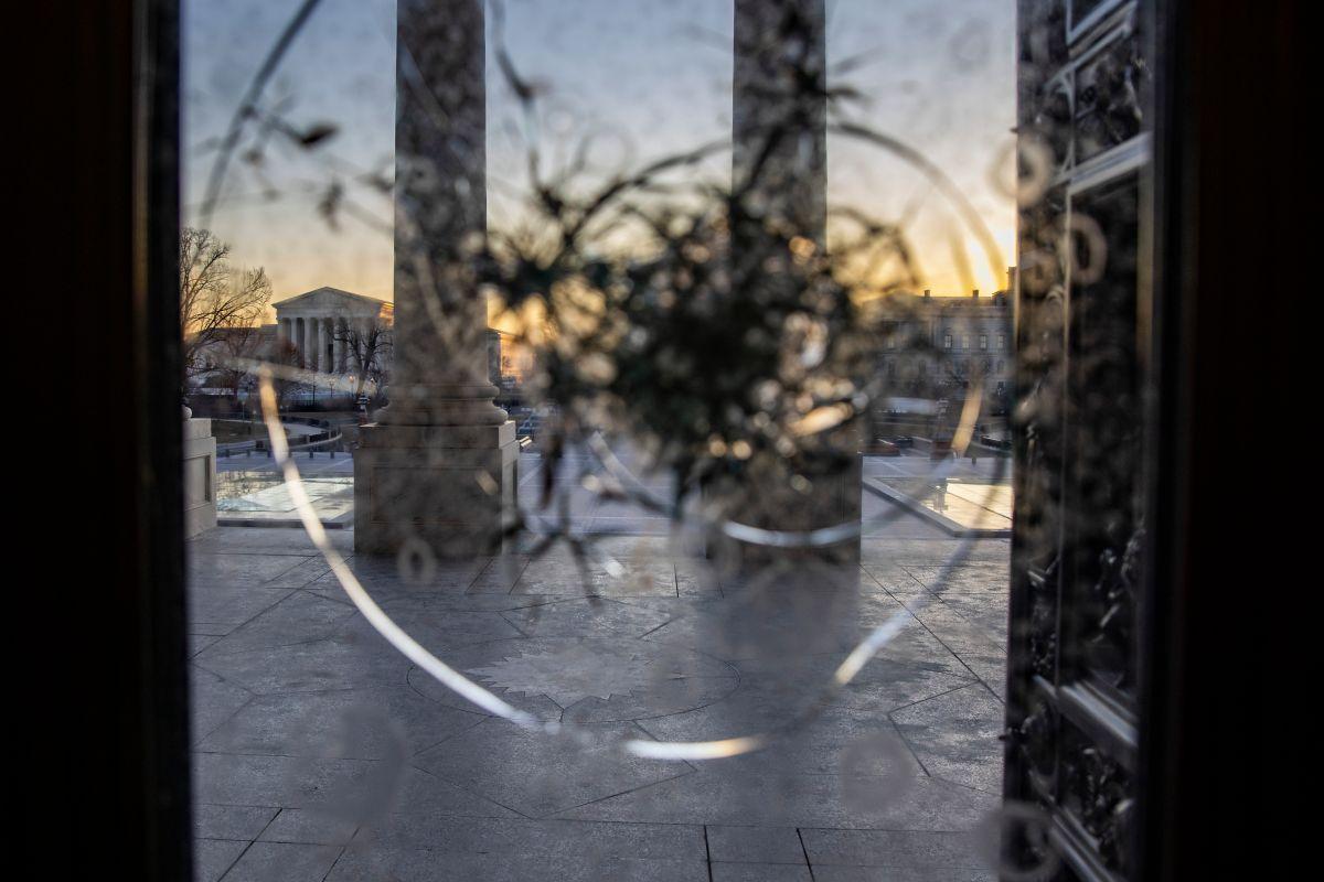 El policía Mike Fanone estuvo en uno de los enfrentamiento más violentos del 6 de enero en Washington.