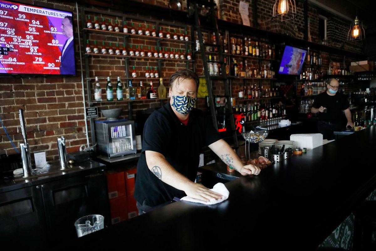 Restaurantes en Estados Unidos no encuentran empleados: prefieren cheques de estímulo y seguro de desempleo