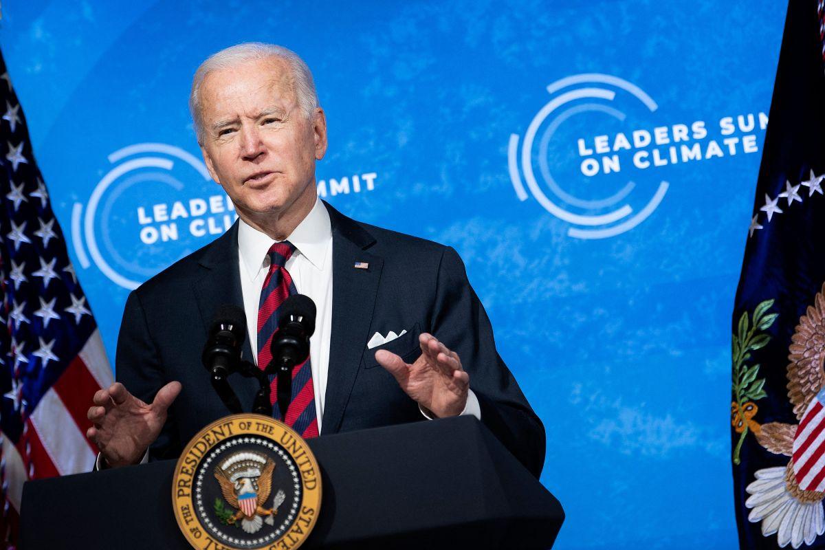 """Joe Biden se compromete a bajar a la mitad las emisiones de carbono de EE.UU. """"a fines de esta década"""""""